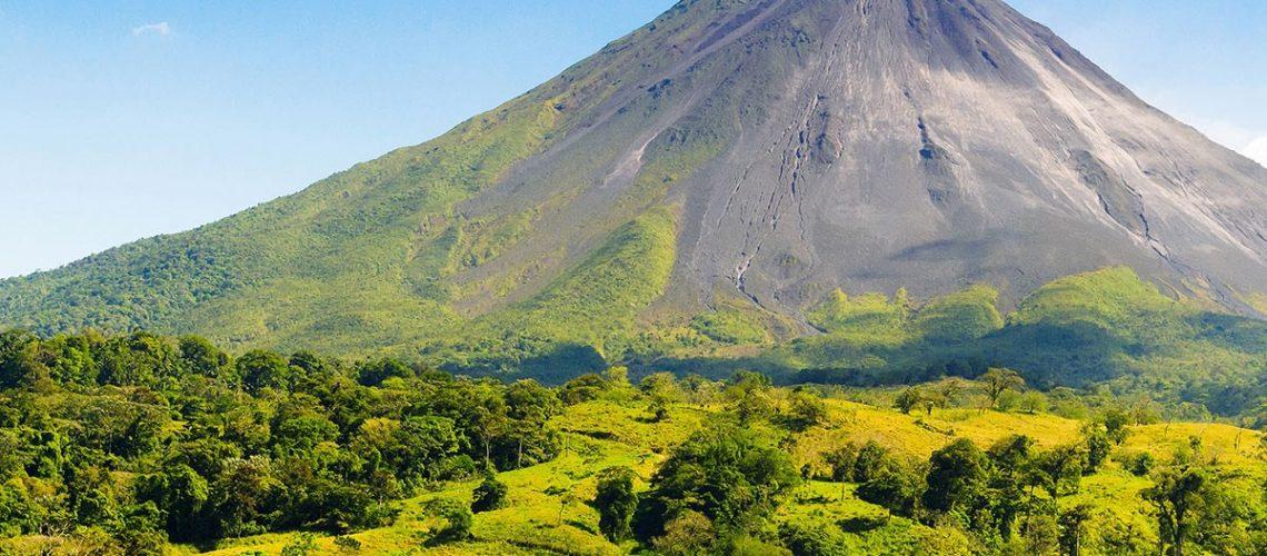 Volcan Arenal observado desde la Fortuna de San Carlos